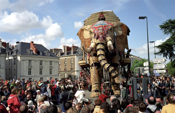 Royal DeLuxe performing in Nantes